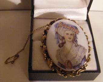 Beautiful Vintage Brooch With Lovely Detail