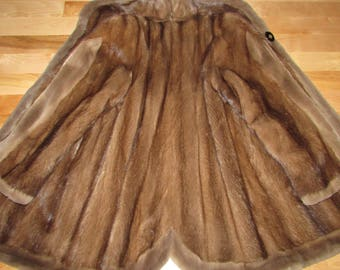 Superbe manteau de véritable fourrure de vison brun moyen /rasé / Superbe dark brown mink fur coat/ brown sheared mink sz large bust 44