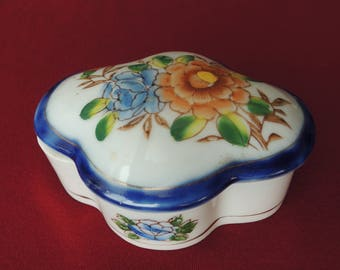 Japanese Hand Painted Porcelain Covered Trinket Dish 1940s