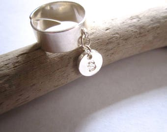 Initial charm in silver Adjustable ring