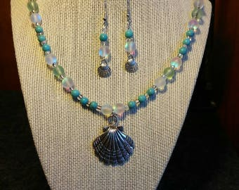 Silver sea shell necklace and earrings