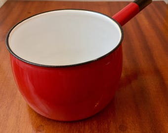 Swedish mid century enamel pot in red from Kockums, Sweden perfect for your retro kitchen