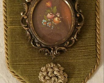 Lovely Minature Wall Tapestry ~ Vintage Floral ~ Vintage Style Wall Accent