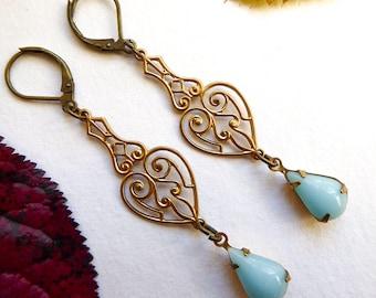 Marie earrings with blue eyes