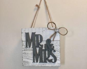 Mr & Mrs sign, wedding decor, rustic wedding, boho wedding, mr and mrs table decor, wood signs, wooden wedding decor, rustic photo props, si