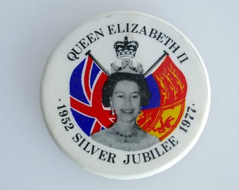 "1977 1.5"" Silver Jubilee Badge, Queen Elizabeth II"