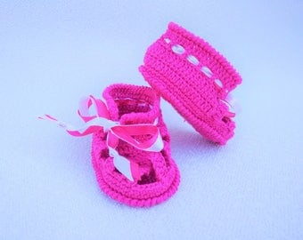 Crochet baby booties/ Crib shoes/ Pink baby shoes/ Baby gift