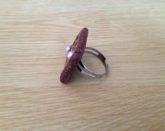 ring with pink pearls chocolate cookie