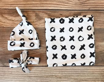 Hugs and Kisses Swaddle Set, Gender Neutral Swaddle, XOX Valentines, Boy Valentines Swaddle, Girl Valentines Swaddle, Black andWhite Swaddle