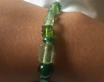 Green Glass Bead Bracelet Screw Clasp
