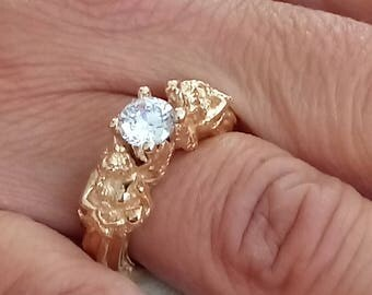 8 Karat Solid Gold Statue Ring with Swarovski Crystal