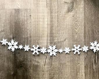 Snowflake Garland // Snowflake Banner // Wool Felt Snowflakes // Snowflakes // Snowflake Wall Hanging // Snowflake Decor //Christmas Garland