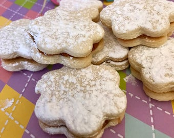 Sandwich Cookies with your choice of jams 1 lb.
