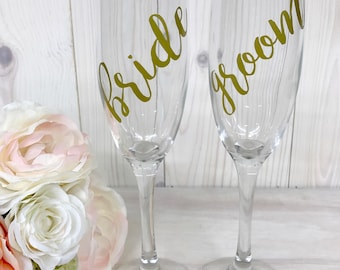 Toasting Glasses // Bride and Groom Glasses // Wedding Glasses // Wedding Party Gifts // Personalized Champagne Glasses // Wedding Gift