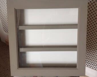 Display cabinet with glass door