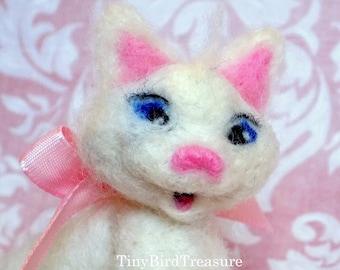Needle-Felted Kitten, Marie, The Aristocats, Needle-Felted White Cat, Disney, Needle-Felted Animals, Needle-Felted Sculpture, Disney Fan Art