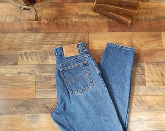 Vintage Levi's Highwaisted, Mom Jeans, Tapered Leg 90's Levis Jeans//Womens size 32