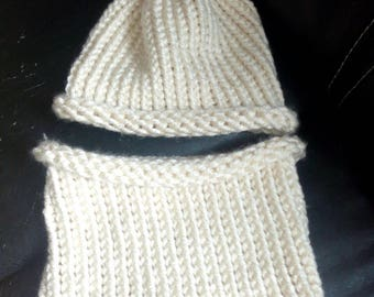 Soft and warm hat and snood set