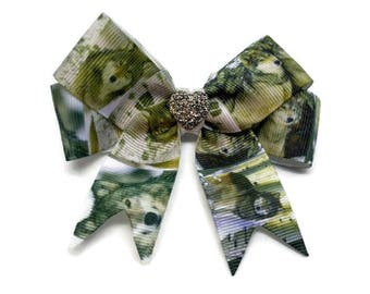 Wolf hair bow ~ Wolf hair clip ~ Animal hair clip ~ Timber wolf hair accessories ~ Wolf hair bow ~ Girls wolf gift ~ Made in the UK