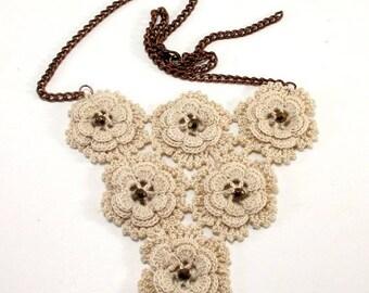 Beige crochet flower necklace, Crochet necklace, Flower necklace, Crochet jewelry, Flower jewelry, Crochet flower jewelry, Cream necklace