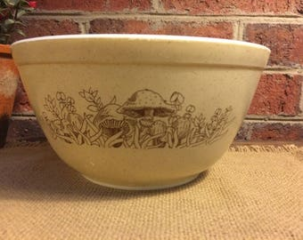 Vintage Pyrex Forest Fancies Bowl- Pyrex 402 - 1 1/2 Pt Bowl in Tan and Brown.