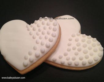 Pure white hearts | Wedding favors | Heart cookies | Bridal favors | Engagement | Save the date | Wedding dessert table | Anniversary party