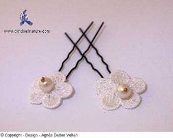 Hair pins. Adorable small white flowers with white pearls