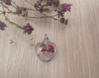 Handmade resin pendant - small heart with flowers (Pingente241)
