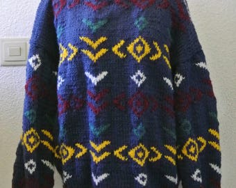 Hand sweater with motifs