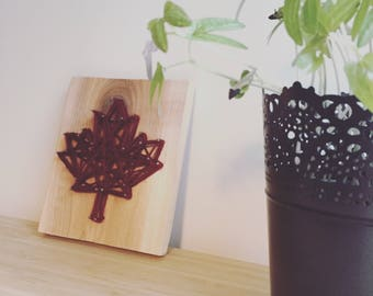 Picture wire stretched on wood, maple leaf maple leaf string art, nail art, wall decor, original gift idea, gift tables