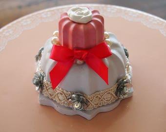Mini cake plaster perfume