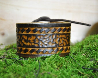 Small vegetable tanned leather bracelet