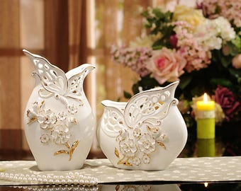 Elegant Pair of Porcelain Vases with Pinched Flowers