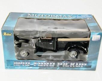 MotorMax Redbox 1940 Ford Pickup 1/24 Scale Diecast Model Truck