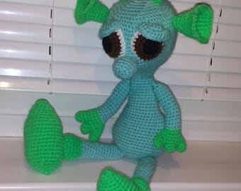 Crochet alien toy Kaya