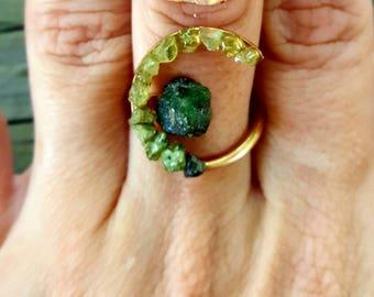 emerald ring / raw emerald ring / natural emerald ring / emerald and peridot ring / may birthstone / dainty emerald ring / rough emerald