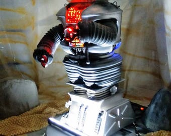 Lost in Space Battle Damaged ROBOT Life Size Diorama!