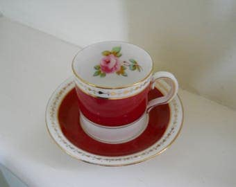 New Chelsea coffee can and saucer - deep pink with rose buds