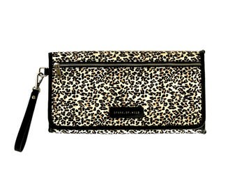 Nappy change clutch for parents on the go. Stylish and practical, holds many of the days essentials