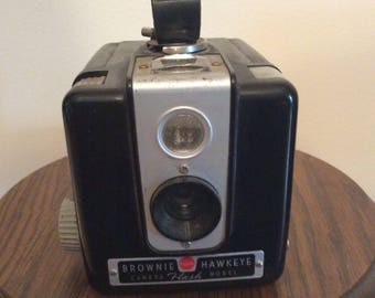 Old Vintage BROWNIE HAWKEYE Camera / Collection / Great Photo Prop