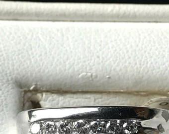 14K white Gold Ring with 7 round Diamonds 0.36 tw.