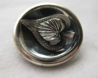 Layered leaf Metal button