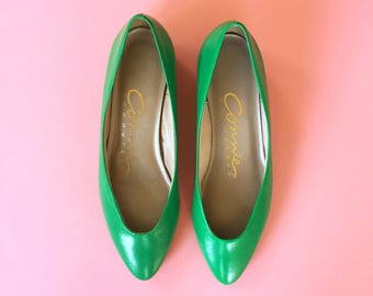 "80s Kelly Green ""Connie Commuters"" Almond Toe Wedge Heel - Size 6"