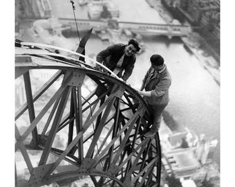 Poster - Electrical working on the Eiffel Tower, 1937 - fine art gallery