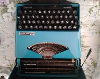 Vintage 1970 Smith-Corona Super G typewriter