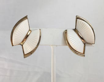 Coro White Plastic Gold Tone Fanned Bow Vintage Clip Earrings