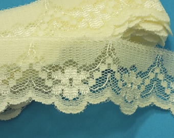 Yellow lace: width 26mm (18)