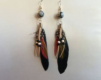 FEATHERS BLACK SUPPORTS EARRINGS SILVER