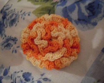 small crochet flower brooch