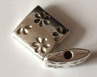 Square bead (flowers)